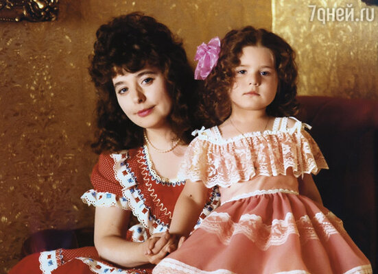 Когда родилась Маша, я полюбила ее всем сердцем. Мы дружили, несмотря на разницу в четырнадцать лет... (Мама с Машей)