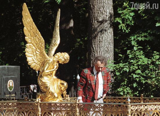 Этот памятник на Машенькиной могиле Шилов поставил, даже не посоветовавшись с мамой
