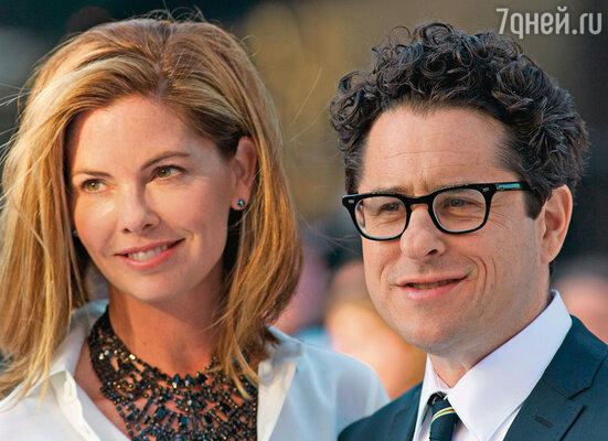 Продюсер «Стартрека» Джей Джей Абрамс всегда светится в обществе своей супруги Кэти. Шутка ли, почти 20 лет вместе