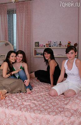 Сати Казанова с сестрами Светланой, Марьяной и Мадиной
