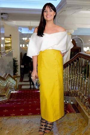 Оксана Федорова на церемонии «Пара года» в блузе и юбке от бренда Ofera