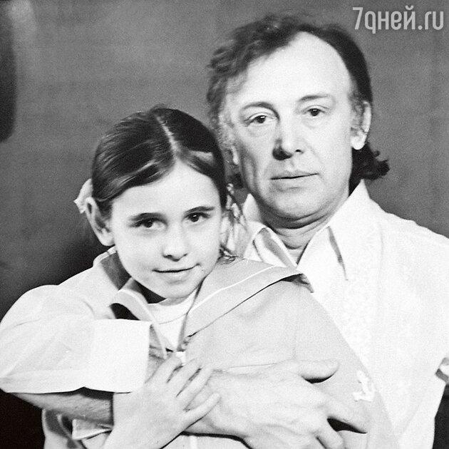 Иннокентий Смоктуновский с дочкой Машей. 70-е годы