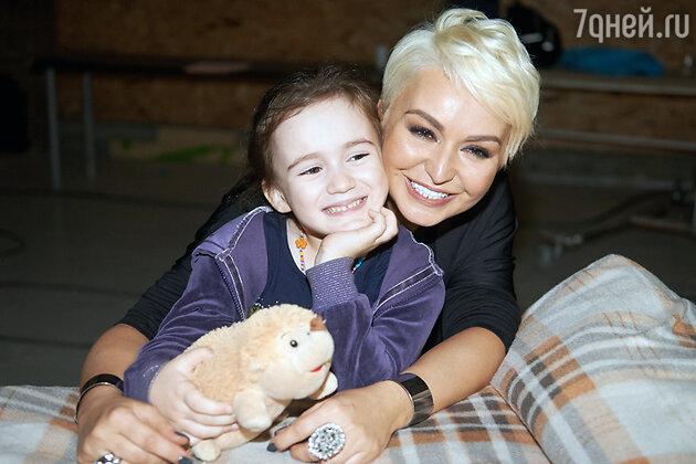 Катя Лель  с дочкой