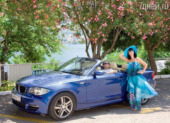 Для семейных путешествий Нонна и Саша купили комфортный автомобиль-кабриолет