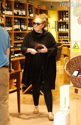 Было время, когда Адель совсем не могла обходиться без спиртного, она выпивала по четыре бутылки вина за ночь