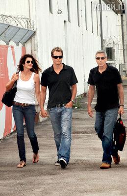 С мужем Рэнди Гербером и другом семьи Джорджем Клуни в Италии. 2011 г.