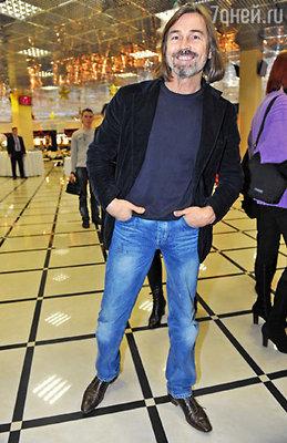 Никас Сафронов признался, что сам любит стройных барышень, но его кисть  все-таки предпочитает пышнотелых дам