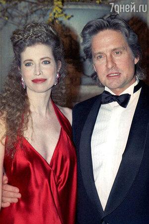 Переломным моментом в браке Майкла Дугласа и Диандры Люкер стал выход фильма «Основной инстинкт» в 1992 году