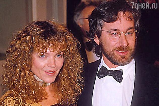 Режиссер Стивен Спилберг выплатил своей экс-супруге Эми Ирвинг 100 миллионов долларов