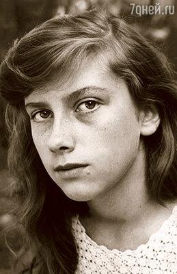 В 15 лет я уехала  поступать в Саратовское театральное училище  и больше отца не видела