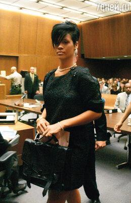 Рианна во время судебного заседания