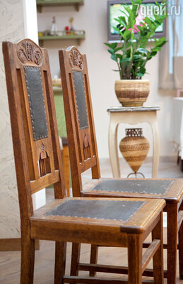 В новый дом Валерия перевезла стулья, доставшиеся от прабабушки