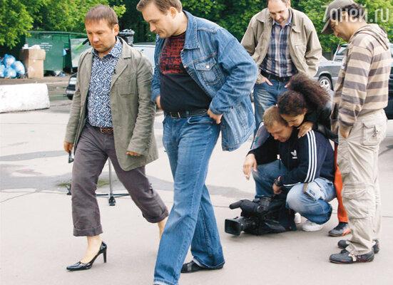 Съемка сюжета о вредных для автомобилиста туфлях на каблуках