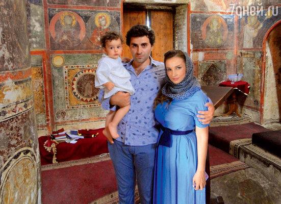 Крестили Соломона встаринной церкви народине отца в Кахетии