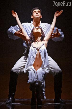 Анна Большова и Дмирий Певцов в спектакле «Юнона» и «Авось» на сцене театра «Ленком». 2005 г.