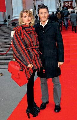С мужем на премьере фильма «Шпион» пороману Бориса Акунина. 2012 г.