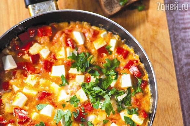 Яйца с овощами и сыром: рецепт для здорового завтрака