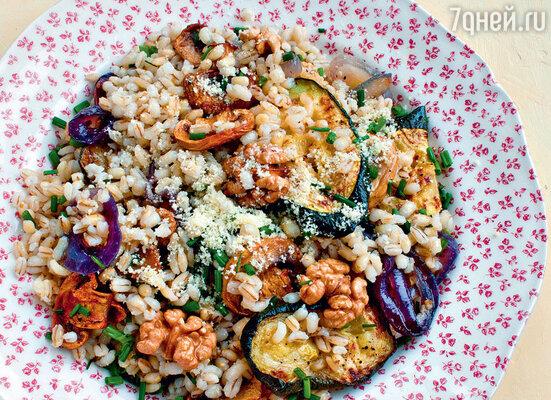 Салат из перловки с баклажанами и грецкими орехами