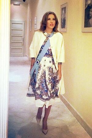Ксения Собчак в платье и пальто от дизайнера Анастасии Романцовой, A La Russe