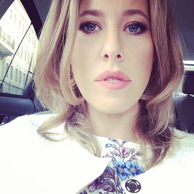 Ксения Собчак в платье и пальто от бренда A La Russe