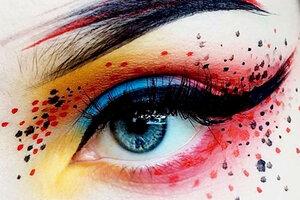 Какой макияж и маникюр понравится Огненному Петуху?