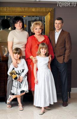 С денисом, Элей и внучками