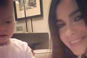 ВИДЕО: Елена Темникова учит свою дочку красиво улыбаться