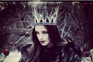 Аня Чиповская примерила изысканную корону