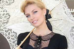 Саша Савельева сыграла на флейте на дне рождения бизнесмена