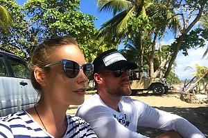 Елена Летучая с мужем отдыхают после серфинга