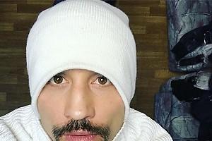 Дима Билан маскируется в заснеженной столице