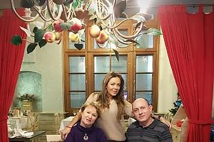 Юлия Началова встретила Рождество с родителями
