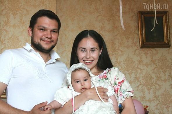 Илана Юрьева с мужем и дочкой