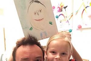 Дети Алексея Серова нарисовали папин портрет