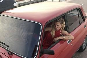 ВИДЕО: Виктория Боня изображает джигита