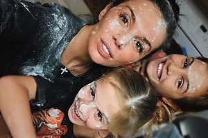 У Анны Седоковой с дочками день кулинарии