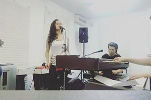 ВИДЕО: Мария Шумакова репетирует перед сольным концертом