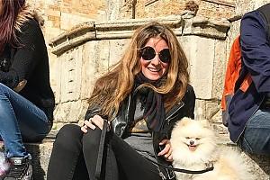 Жанна Бадоева и её «собака-улыбака»