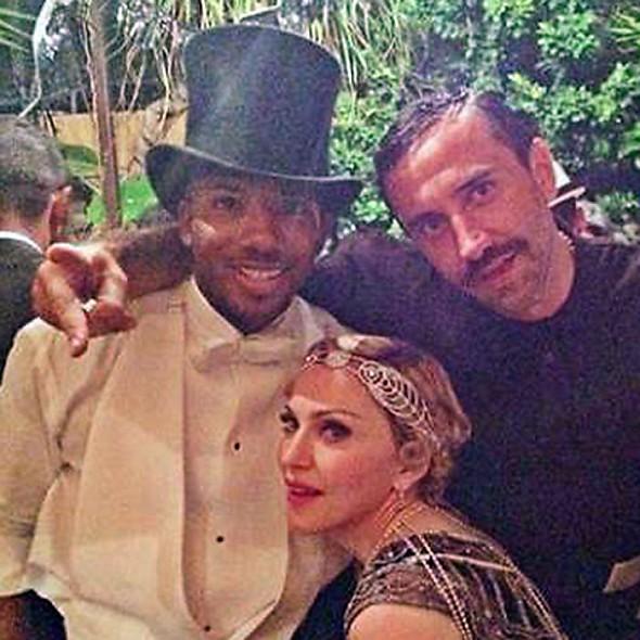 Мадонна и Рикардо Тиши (справа)