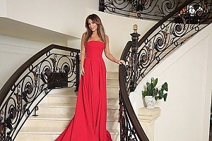 Lady in red: Ани Лорак и ее шикарное платье