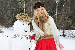 Анна Чурина слепила оригинального снеговика