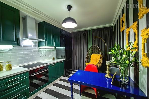 Идеи для дизайна: кухня в цветах лаванды