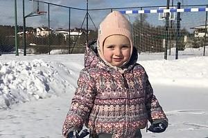 ВИДЕО: младшая дочь Татьяны Навки покоряет лед