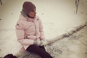 Елена Исинбаева осваивает фигурные коньки