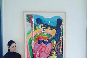 Юлия Снигирь на выставке картин