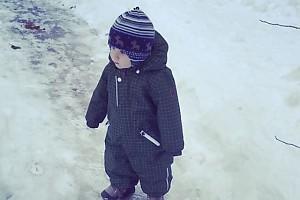ВИДЕО: Костюшкины гуляют с младшим сыном Мироном