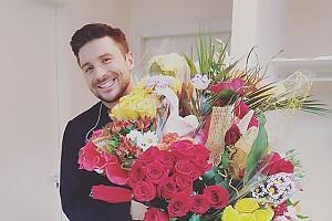 Сергей Лазарев «купается» в цветах