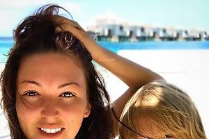 Ирина Дубцова с сыном встретили новый день на Мальдивах