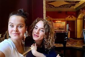 Наталия Медведева и Аглая Тарасова наелись блинов