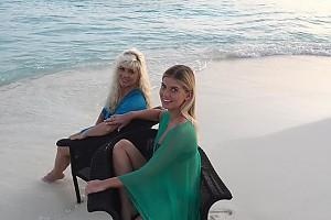 Настя Задорожная с мамой похвастались бронзовым загаром на Мальдивах